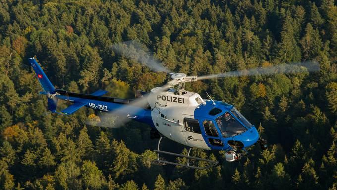 Mit einem solchen Polizeihelikopter der Kantonspolizei Zürich wurde nach dem Vermissten gesucht. (Archivbild)