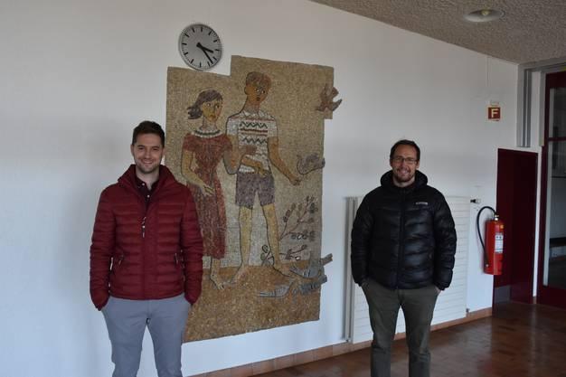 Die beiden Sekundarlehrer Alain Schelling (links) und André  Siegenthaler organisieren die Einkaufshilfe.