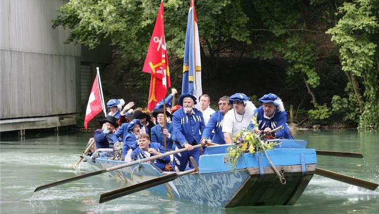 Hirsebreifahrt 2006: Ein Zürcher Boot legt beim Stauwehr Aue an. AZ/Archiv