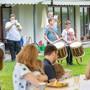 Freiwillige der Kadettenmusik an einer privaten Maienzug-Vorabend-Feier.