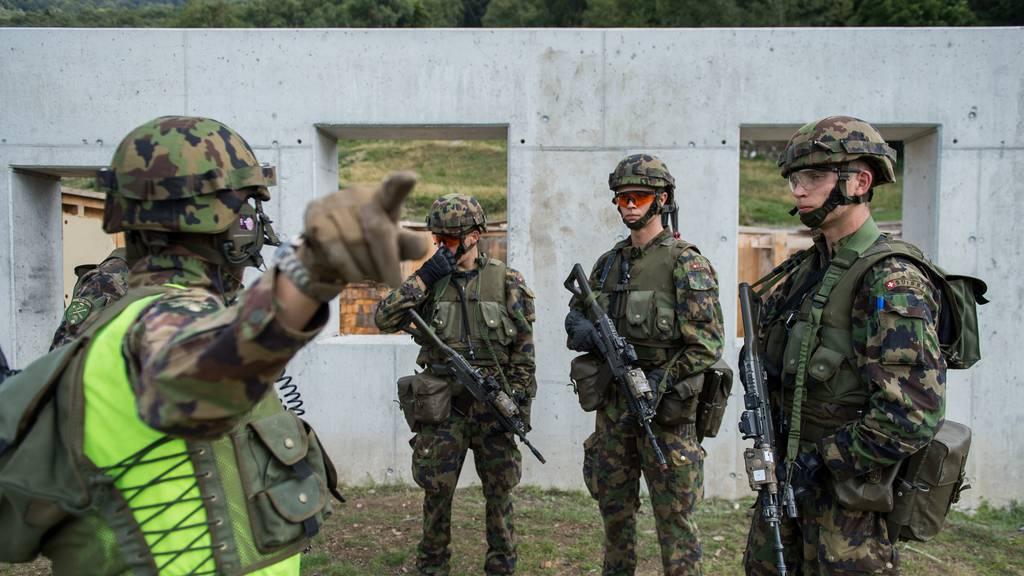 Am Montag starten 11'600 Rekrutinnen und Rekruten in der Schweizer Armee  ihre Ausbildung.