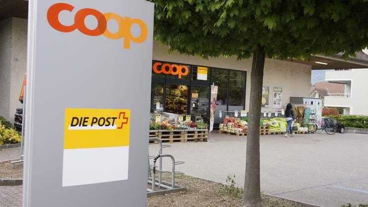Die Postfiliale in Grellingen wird geschlossen: Künftig können Postgeschäfte im Coop Supermarkt an der Delsbergstrasse 1 erledigt werden. (Symbolbild)