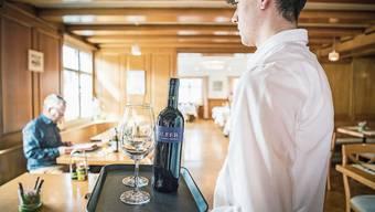 Viele Gastro-Angestellte verdienen heute weniger als 21 Franken in der Stunde – das soll sich ändern.