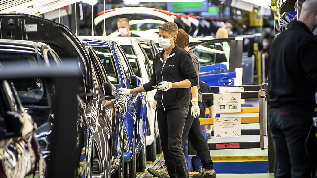 Gehen früher in die Werksferien: Toyota-Mitarbeiter in Frankreich. (Archivbild)
