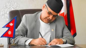 Der Kommunikationsminister wurde dabei erwischt, wie er Bestechungsgelder ausjassen wollte.