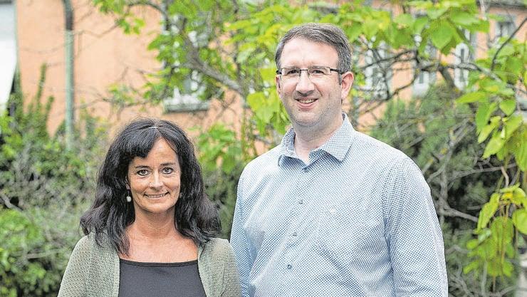 Präventionsfachfrau Karin Iten und Priester Stefan Loppacher gehören zu den ersten Präventionsbeauftragten gegen sexuelle Übergriffe in der katholischen Kirche.