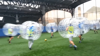 Fussball in der Blase: Trendsport «Bubble Football»
