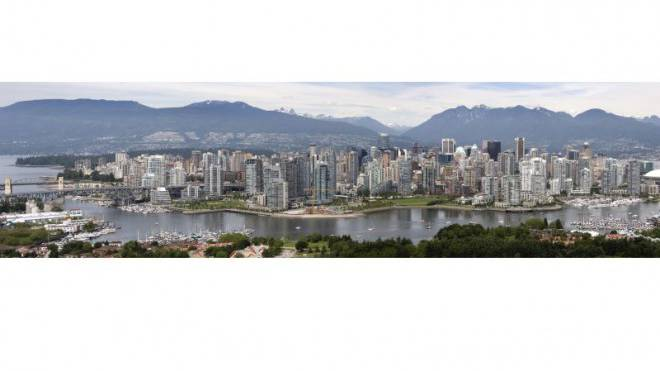 Vancouvers imposante Skyline mit den Coast Mountains im Hintergrund. Foto: Thinkstock