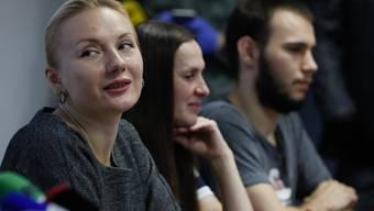 An ihnen wurde der Impfstoff aus dem staatlichen Gamaleja-Institut getestet: Russische Probanden bei einer Pressekonferenz in Moskau.
