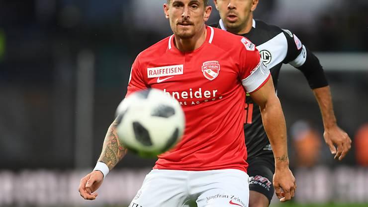 Dennis Hediger (vorne) wird bald zurückkehren. Für den FC Thun könnte es eine Wende bedeuten