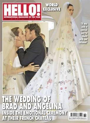 Das Cover des Hello-Magazins: Zeichnungen von ihren Kindern zieren die Schleppe von Angelina Jolies Hochzeitkleid.