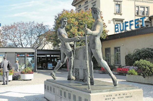 Das Schützendenkmal vor dem alten Bahnhof. (18.11.2007)
