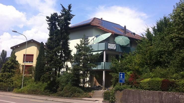 Dieses Haus an der Zürcherstrasse wurde mit Wärmedämmung, Sonnenkollektoren und Photovoltaik vorbildlich saniert.