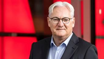 ABB-Verwaltungsratspräsident Peter Voser vor dem Konzernsitz in Zürich-Oerlikon.