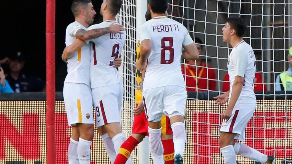 Die AS Roma jubelt in Benevento (hier nach dem 1:0 durch Edin Dezko/Nummer 9).