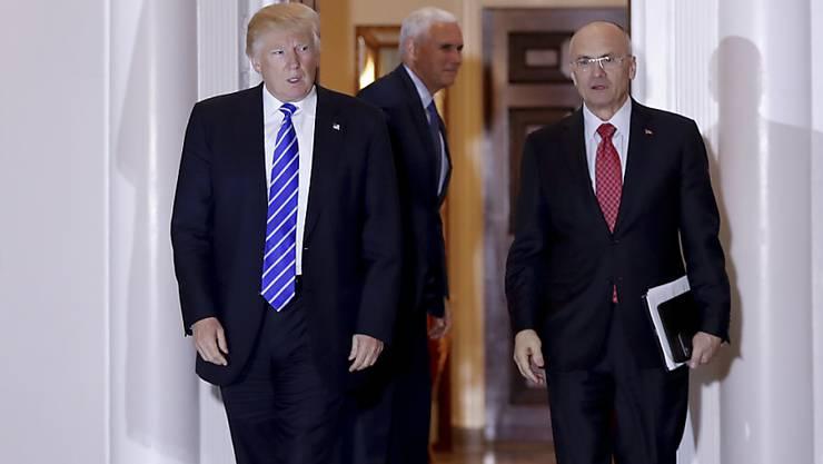 Donald Trump und Andrew Puzder im November 2016. (Archivbild)