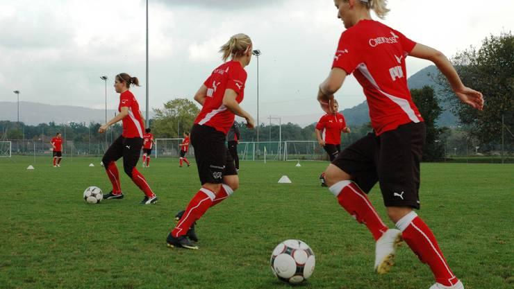 Training: Die Frauen – hier auf dem Platz in Brugg – zeigen Einsatz. (Bild: Michael Hunziker)