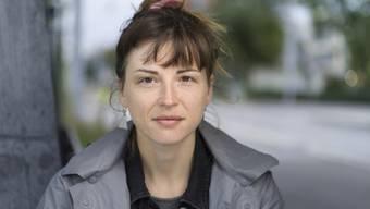 """Dorothee Elmiger ist eine Autorin, die es ihren Leserinnen und Lesern nicht leicht macht. Das gilt auch für ihren jüngsten Text """"Aus der Zuckerfabrik"""", mit dem sie für den Schweizer Buchpreis nominiert ist."""