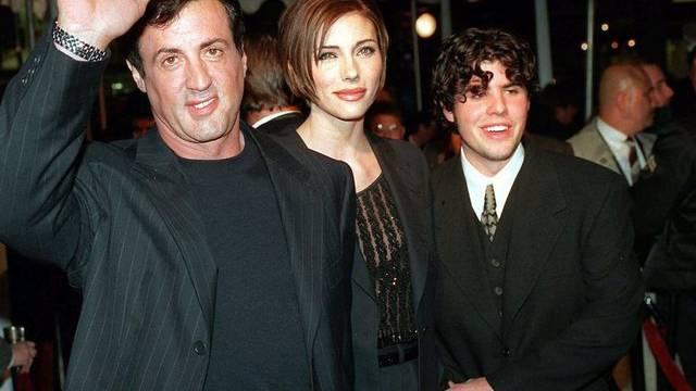 Sylvester Stallone mit seiner damaligen Freundin und heutigen Ehefrau Jennifer Flavin und seinem Sohn Sage im Dezember 1996