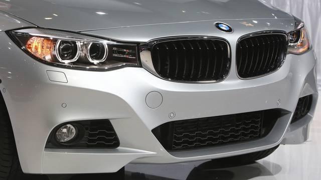 Mit dem BMW des Vaters machten drei Jugendliche eine Spritztour (Symbolbild).