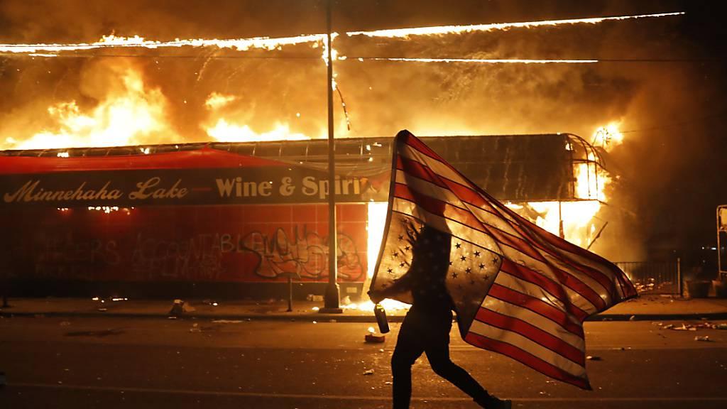 USA: Nationalgarde nach brutalem Tod eines Schwarzen mobilisiert