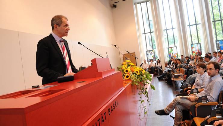 Willkommen: Weil die Aula für die vielen Neulinge zu klein war, musste Rektor Antonio Loprieno seine Rede drei Mal halten.