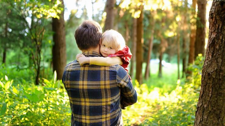 Für starke Väter braucht es Rechte – in der Realität müssen diese aber oft erkämpft werden. (Symbolbild)