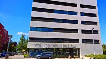 Das Bezirksgericht Dietikon verurteilte den 56-jährigen Sexualstraftäten zu elf Jahren Freiheitsstrafe. Ins Gefängnis muss er gleichwohl nicht. (Archiv)