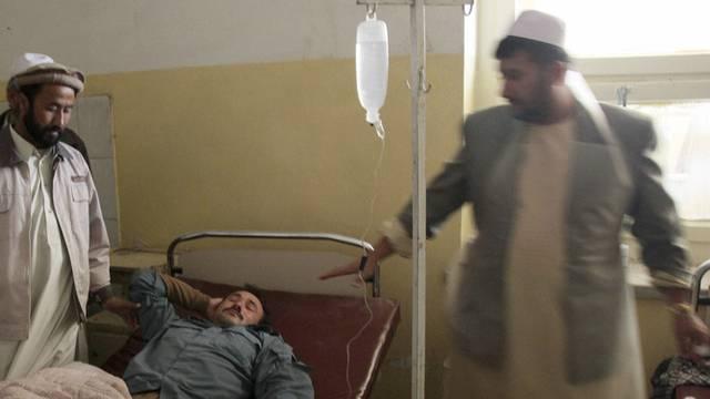 Ein verletztes Attentatsopfer im Spital von Baghlan