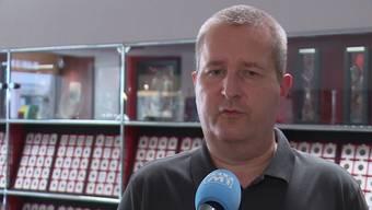 Der Aarauer Münzensammler Patrick Huber ging Trickbetrügern auf den Leim. Zwei seiner Kunden entpuppten sich als Trickbetrüger. Sie seien wie Kartentrickbetrüger vorgegangen, vermutet der Münzenhändler.