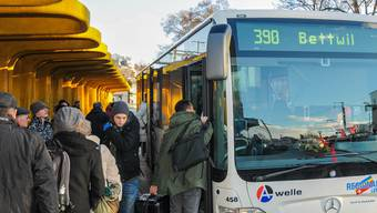 Buslinie ins Obere Seetal: Zwischen Lenzburg und Seengen gilt vermehrt der Halbstundentakt. Toni Widmer