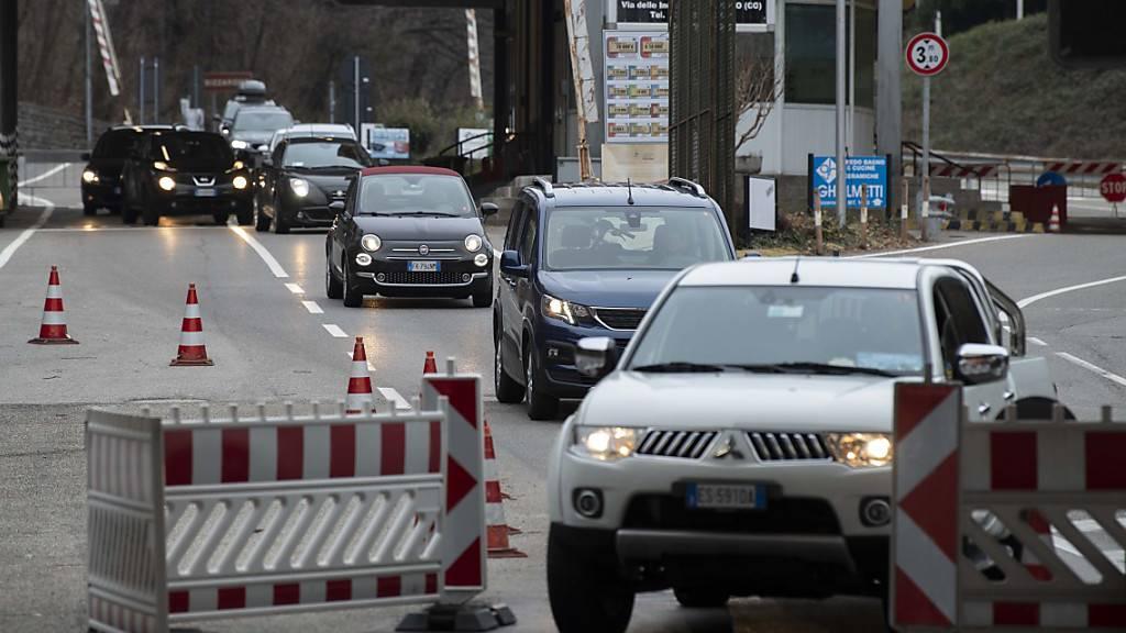 Italiener fordern Öffnung des Grenzübergangs Bizzarone