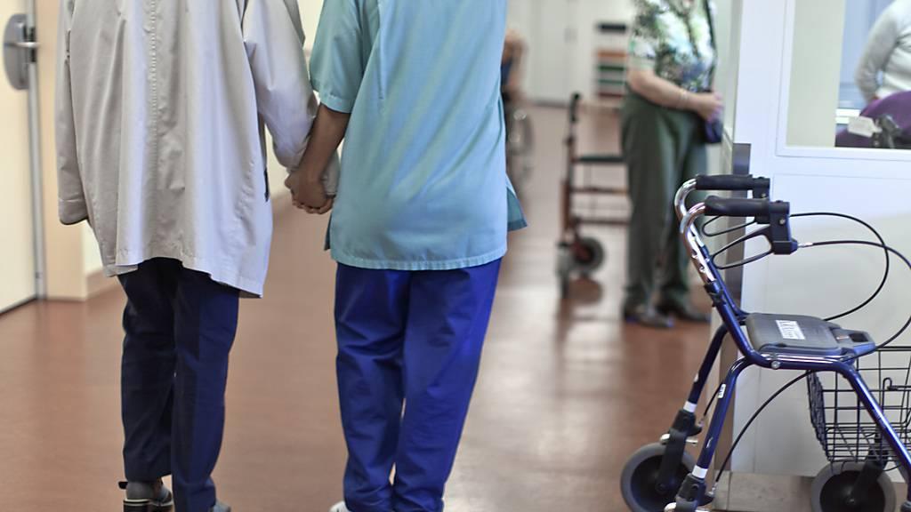Laut Gegnern der Pflegeinitiative gehören Löhne nicht in Verfassung