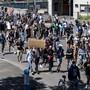 In Zürich demonstrierten am Montag zahlreiche Personen gegen Rassismus.