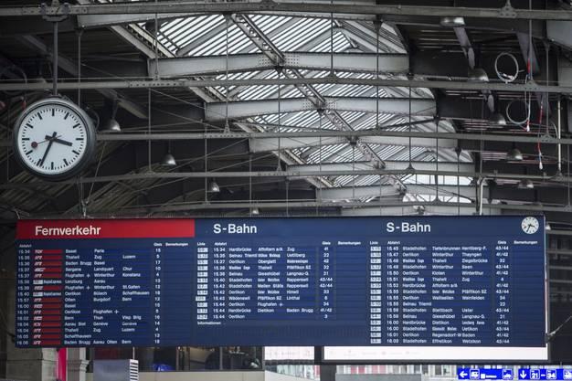 Die mechanische Fallblattanzeige am Hauptbahnhof