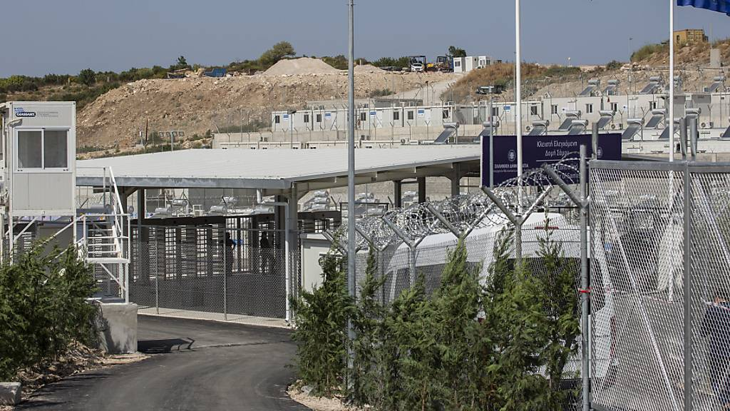 Neues geschlossenes Flüchtlingslager auf Samos eröffnet