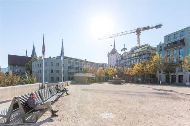 Sterbende Linden: Der Theaterplatz.