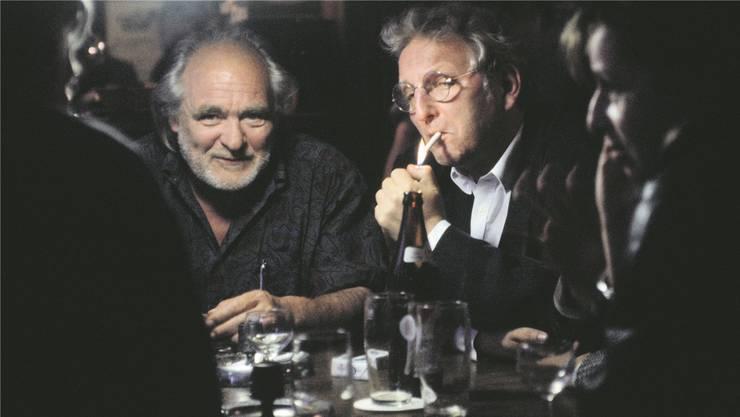Szene-Treff: Schriftsteller Peter Bichsel (mit Zigarette) an den Literaturtagen 1991 im Restaurant Kreuz in Solothurn mit Stephan Portmann, Mitinitiator der Solothurner Filmtage (links).NiKLAUS STAUSS/Keystone