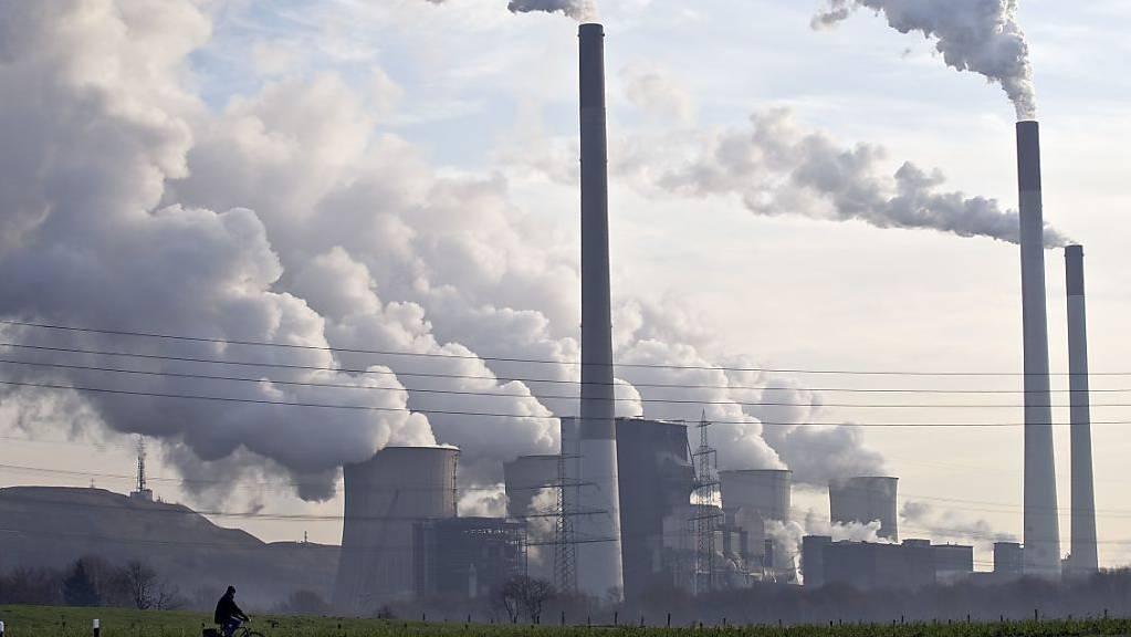 Um den Klimawandel aufzuhalten, wollen die Schweiz und die Niederlande neben dem CO2-Ausstoss auch die Umweltverträglichkeit von Investitionen stärker unter die Lupe nehmen. (Themenbild)