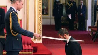 Prinz William hat am Dienstag den Ex-Beatle Ringo Starr zum Ritter geschlagen.