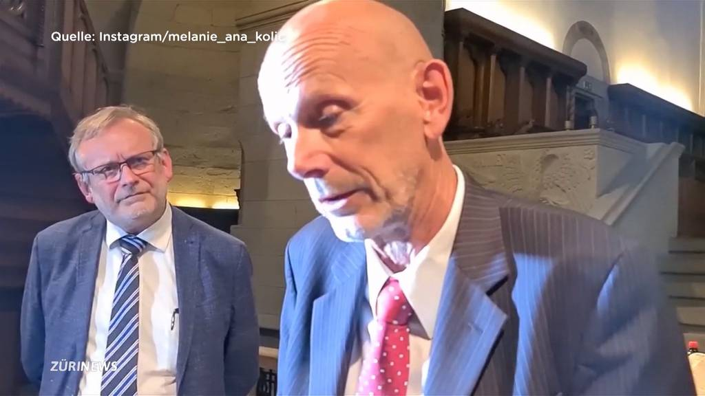 Corona-Skeptiker pöbeln Daniel Koch im Grossmünster an