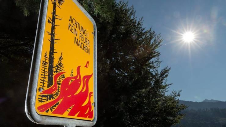 Achtung beim Feuern im Freien: Mit den hohen Temperaturen und vor allem der Trockenheit steigt die Waldbrandgefahr. (Symbolbild)