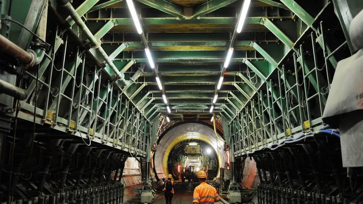 Noch trennen 45 Meter Gestein den Weinbergtunnel vom neuen Tiefbahnhof Löwenstrasse.