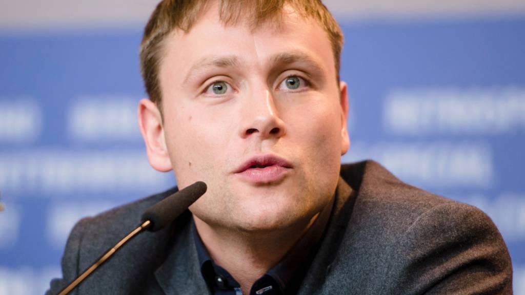 ARCHIV - Schauspieler Max Riemelt auf der Berlinale 2017. Foto: Gregor Fischer/dpa