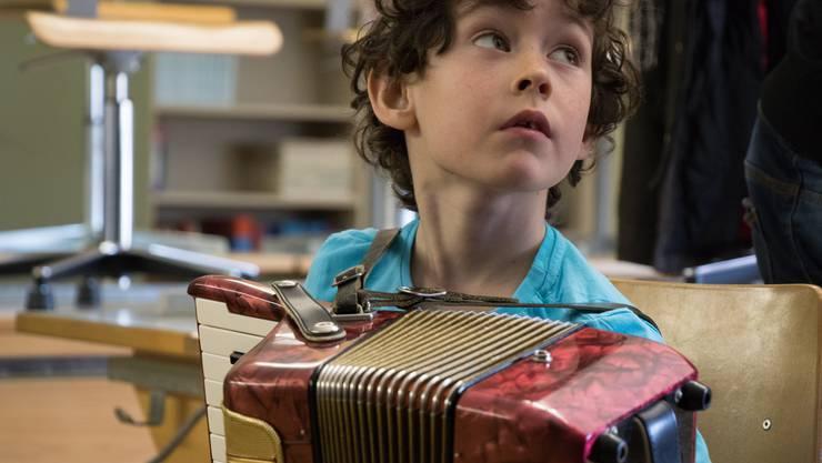 An diversen Standorten durften die Kinder selbst einmal ein Instrument in die Hand nehmen.