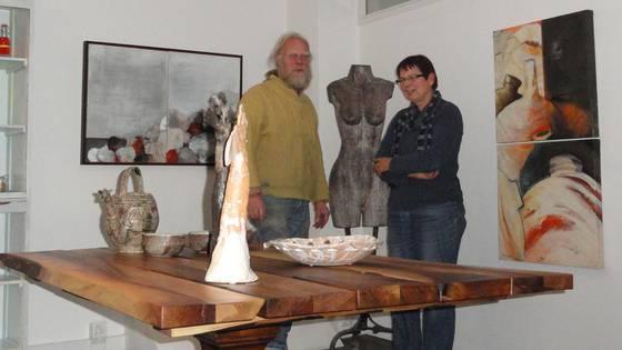 Ende nach zwei Jahren: Martin Suter und Nika Schudel schliessen den «Augenblick» in Laufenburg. archiv/mf