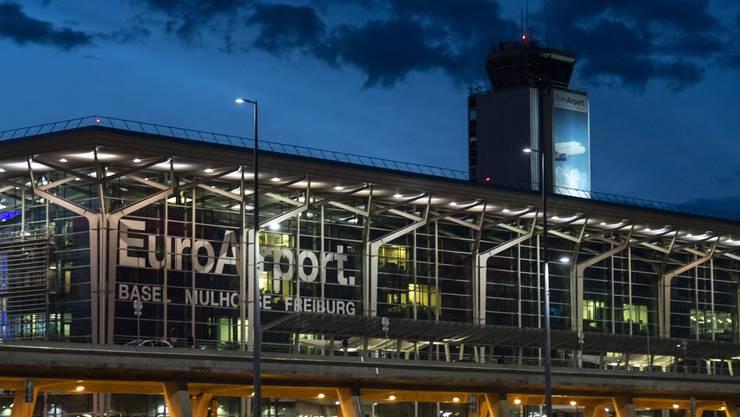 Der Flughafen Basel führt obligatorische Coronatests Einreisenden aus bestimmten Ländern ein.