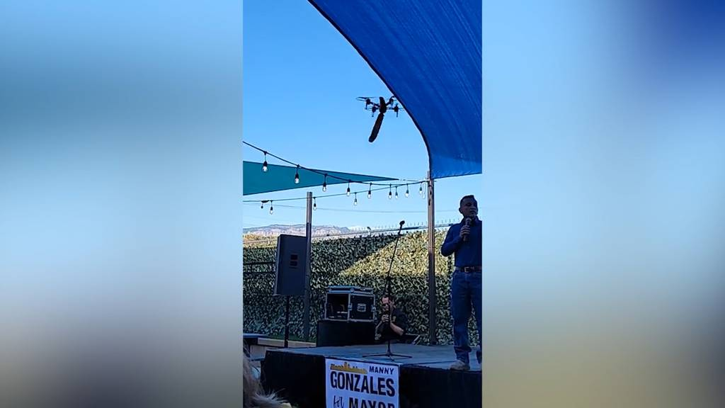 Drohne mit Dildo crasht Wahlkampfveranstaltung