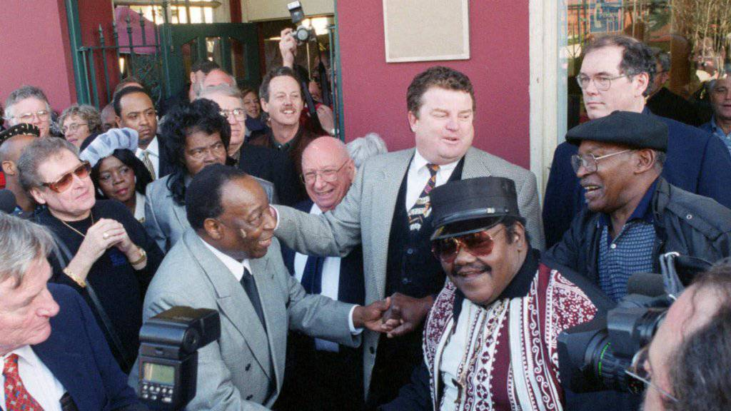 Der US-Trompeter Dave Bartholomew (l) und sein  Musikkollege Fats Domino (M) (Bild von 1999)