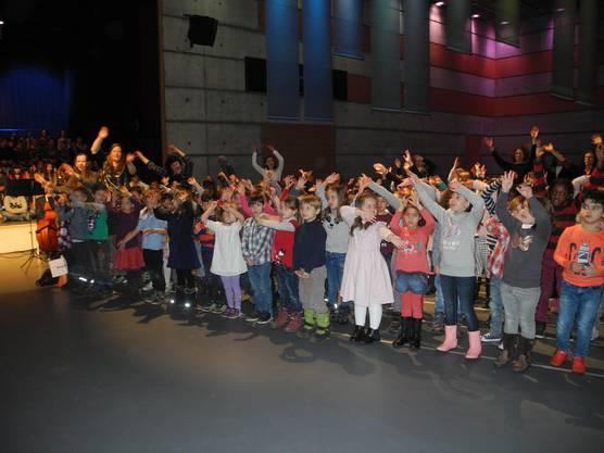 Die Kindergärtler hatten eine Choreografie im Programm.